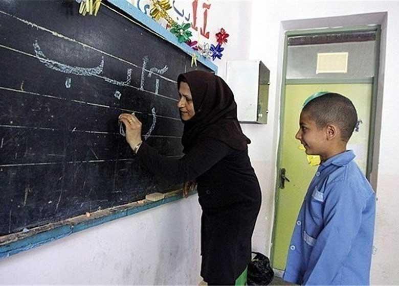 جزئیات برنامههای تکریم معلمان/۴۰ نفر از معلمان به دیدار مسئولان نظام میروند