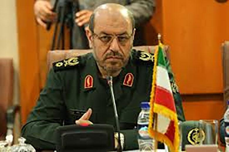 وزیر دفاع گفت: امروز تروریستهای تکفیری – وهابی با سلاح ها و مهمات ساخت آمریکا در اقصی نقاط جهان به ویژه سوریه و عراق جنایت میکنند.
