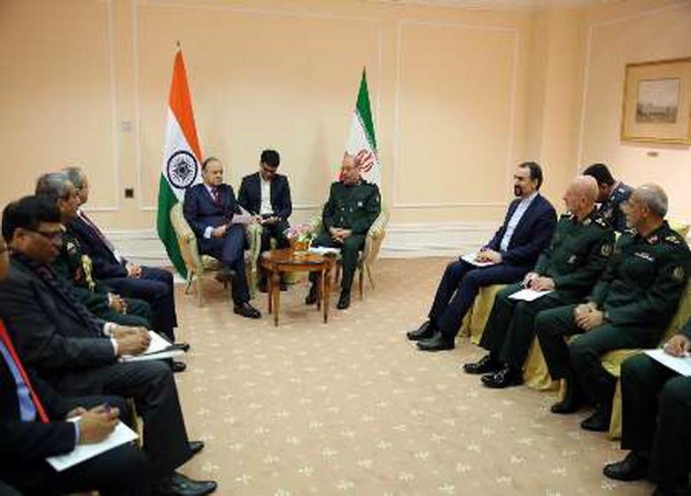 وزیران دفاع ایران و هند بر مبارزه با تروریسم تاکید کردند