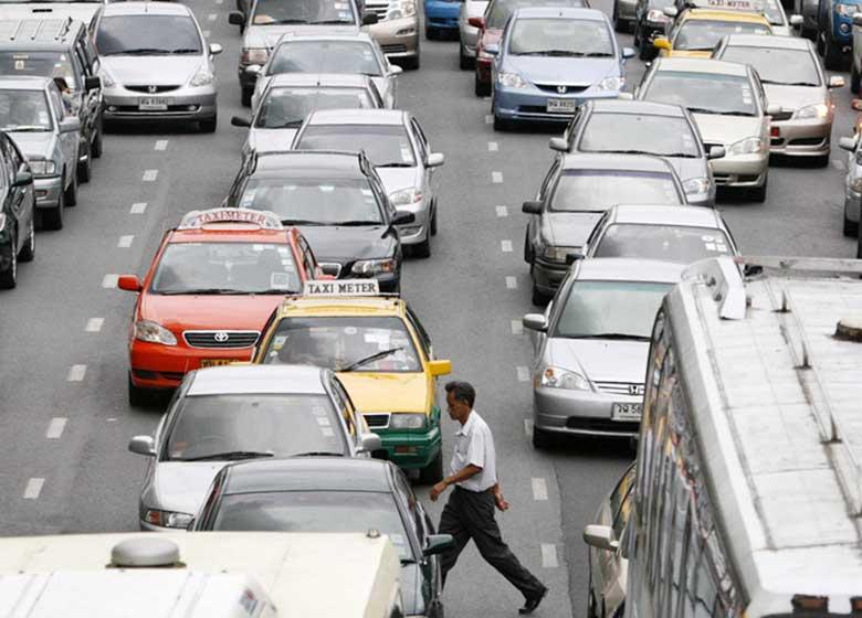 جریمه رانندگان متخلف در تایلند: کار در کنار اجساد!