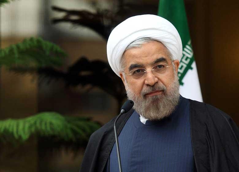 روحانی: پول ها را در اختیار آمریکایی ها گذاشتند و خود را انقلابی می نامند / ما را که از آمریکا شکایت کرده ایم، به لبخند به دشمن متهم می کنند
