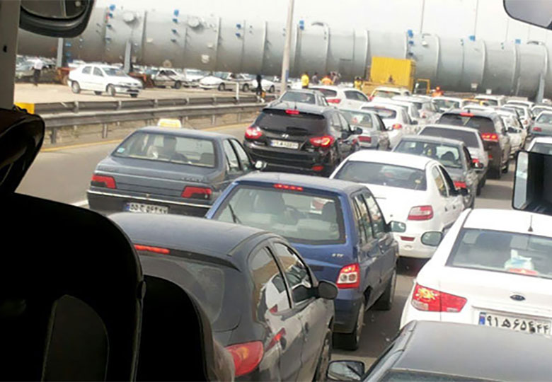 ترافیک شدید پارکینگهای شهر آفتاب در دومین روز نمایشگاه کتاب