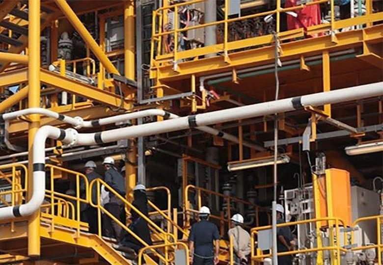 نیاز به ۲۰۰ میلیارد دلار سرمایهگذاری برای اجرای برنامههای میانمدت صنعت نفت