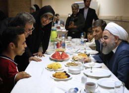 حضور رئیس جمهوری در ضیافت افطار با مددجویان
