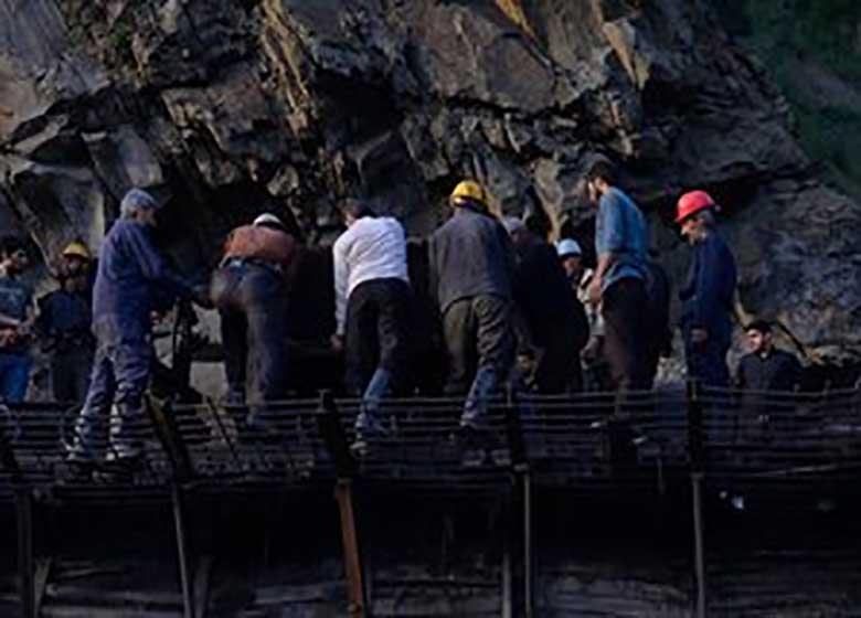 آخرین وضعیت حادثه معدن آزادشهر/ ۸ معدنچی همچنان محبوس