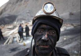 برخورد قربانیان معدن با خودروی روحانی + فیلم
