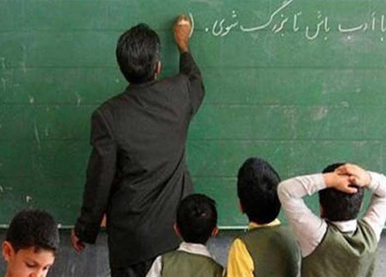 معلمان: از تبعیض و معیشت رنج میبریم/چرا مهترین خبر در هفته معلم فعالیت اقتصادی وزیر است؟