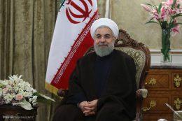 روایت رویترز از پیروزی مردی که به «اعتدال» شهره است: مردمِ شهر رئیسی هم در حمایت از روحانی به خیابان ها آمدند