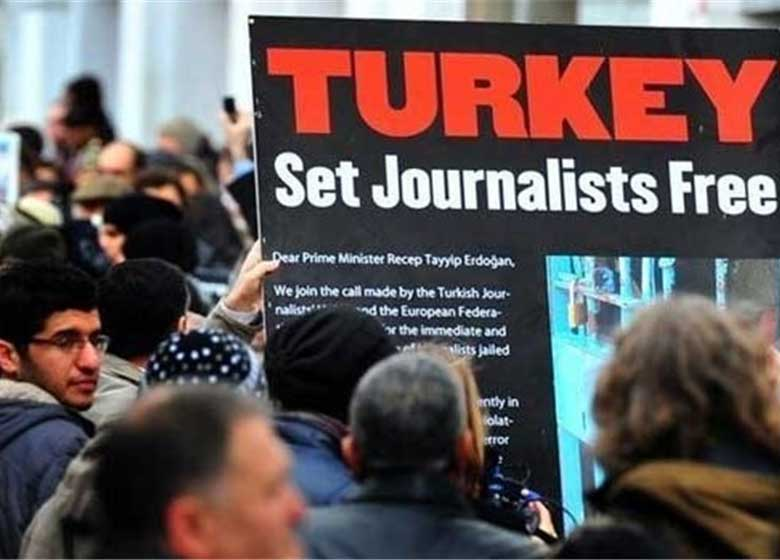 طومار ۲۵۰ هزار نفری برای آزادی روزنامه نگاران زندانی در ترکیه