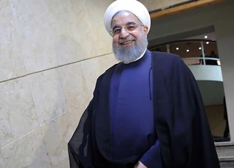روحانی به مجلس رفت/استقبال عارف و مطهری از رئیسجمهور/گلایههای روحانی از تخریبها و بیانصافیها