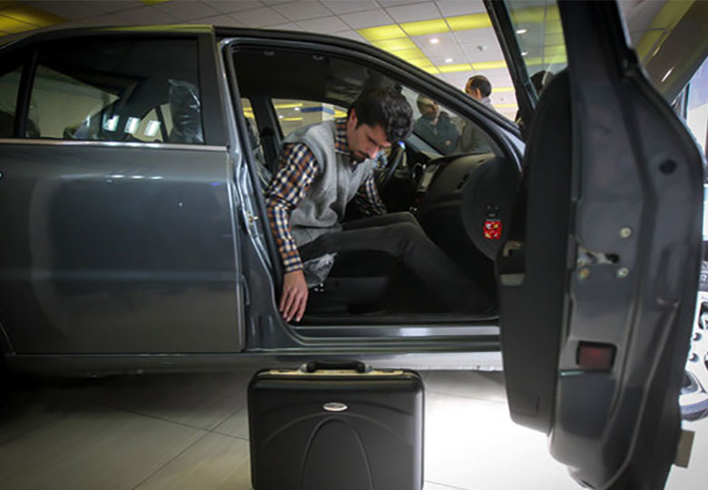 خودروسازان به مشتری احترام نمیگذارند
