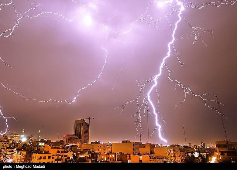 تداوم بارش باران و غرش رعد و برق در ۱۵ استان کشور