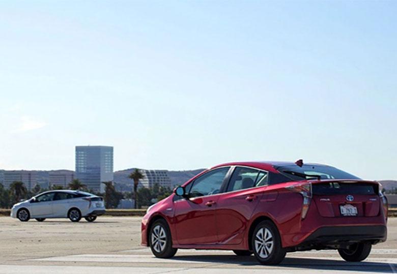 یکه تازی تویوتا در بازار خودروهای هیبریدی و برقی