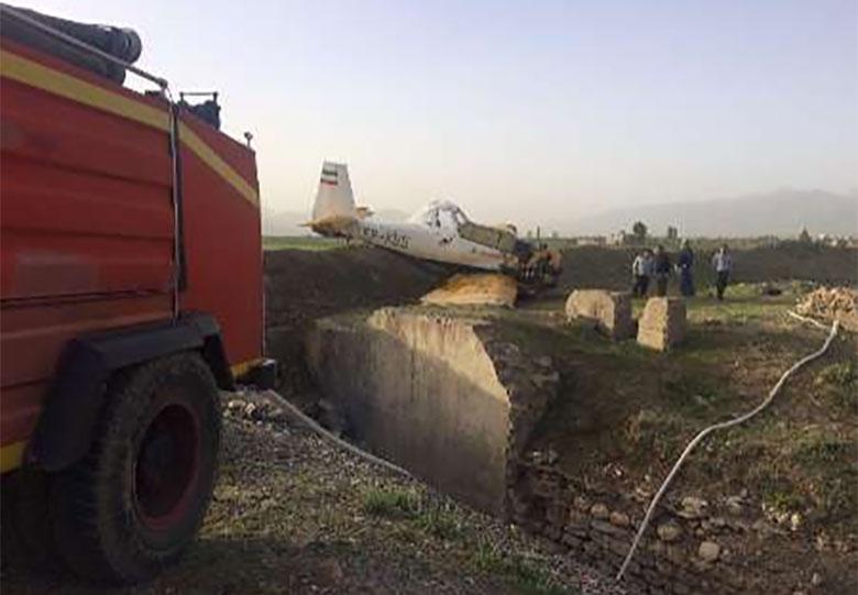 یک فروند هواپیمای محلول پاش کشاورزی در پیرانشهر زمین گیر شد