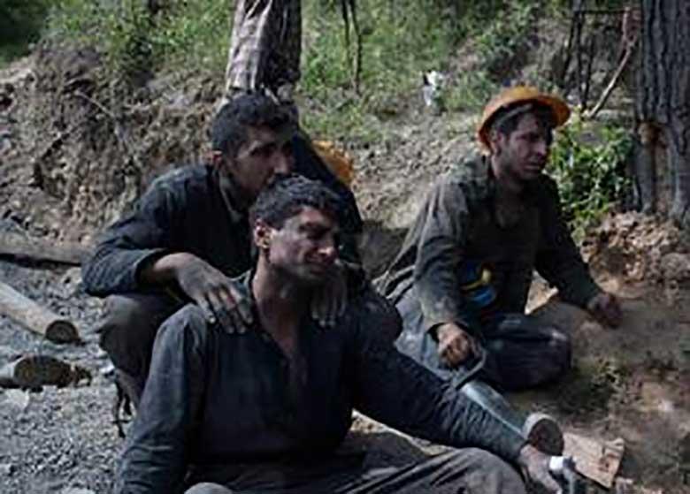 دولت تدبیر از دستان کارگران معدن آزادشهر خجالت بکشد!