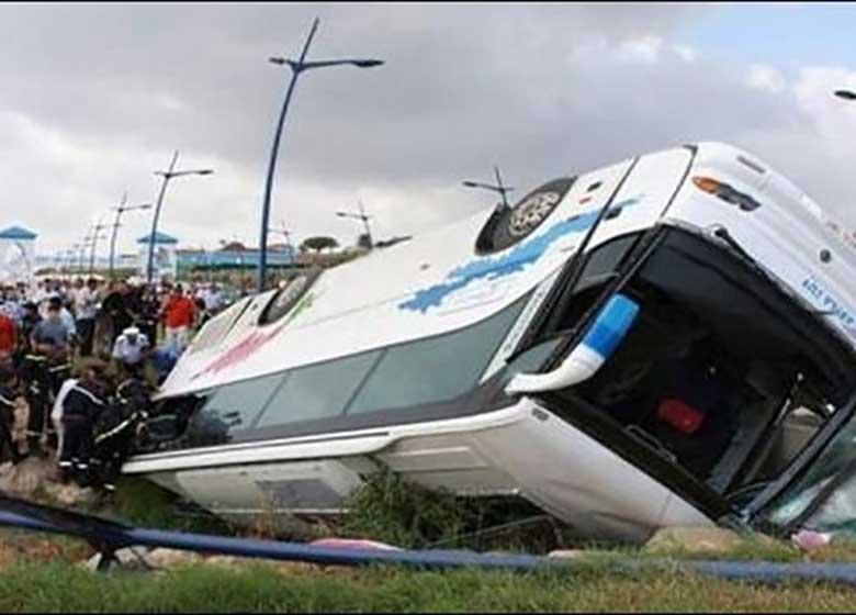واژگونی اتوبوس ۱۶ مجروح برجای گذاشت