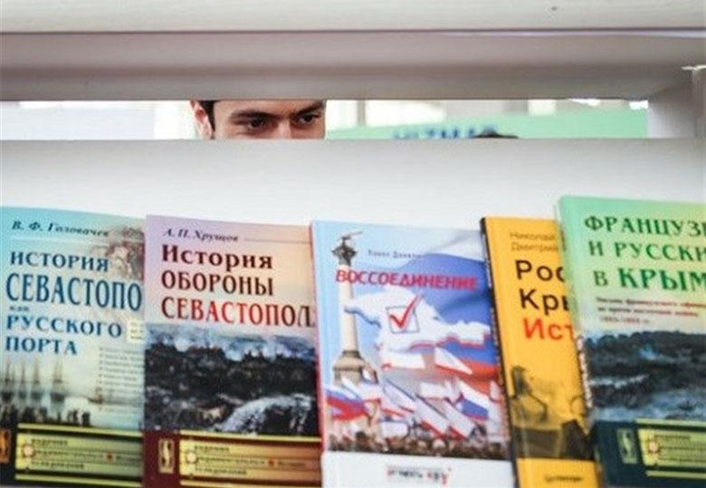 گران فروشی ناشران خارجی در نمایشگاه کتاب