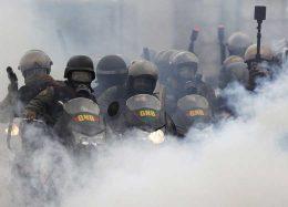 تصاویر : معترضان در خیابان های ونزوئلا