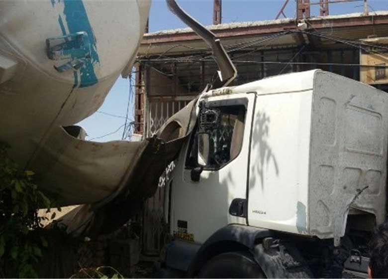 واژگونی تانکر حمل بنزین زیر پل ستارخان