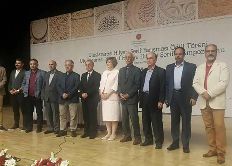 خوشنویس ایرانی جایزهاش را از رئیسجمهور ترکیه گرفت