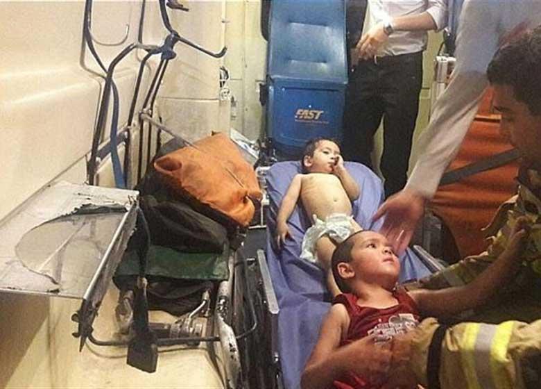 آتشنشانان جان دوبارهای به دو کودک بخشیدند