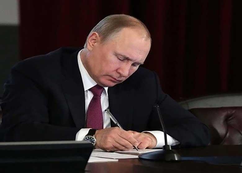 واکنش پوتین به تحریمهای سنای آمریکا