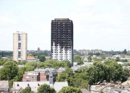 حمایت نویسندگان بریتانیایی از قربانیان آتش سوزی در برج گرنفل لندن