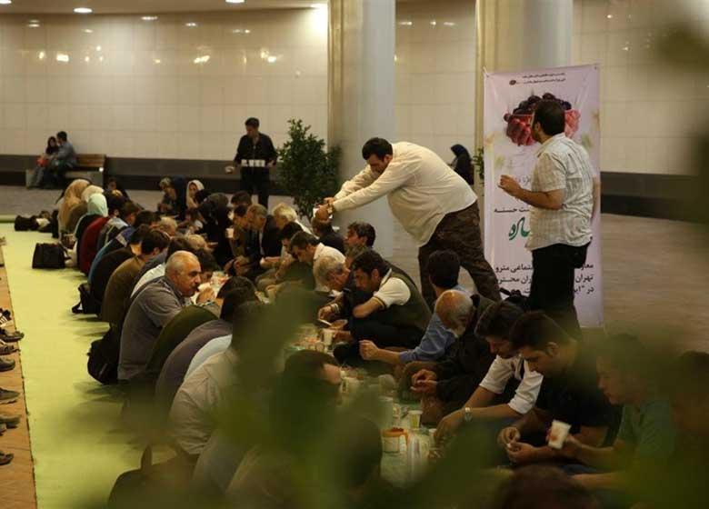 مترو تهران تا پایان ماه رمضان افطار میدهد
