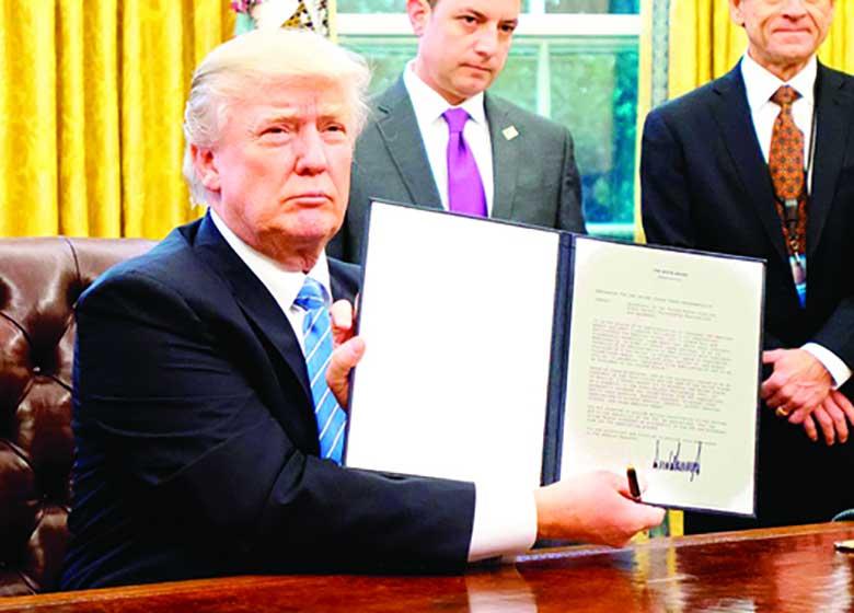 حکم دادگاه عالی آمریکا برای اجرای بخشی از فرمان مهاجرتی ترامپ علیه ایران و ۵ کشور مسلمان+جزئیات