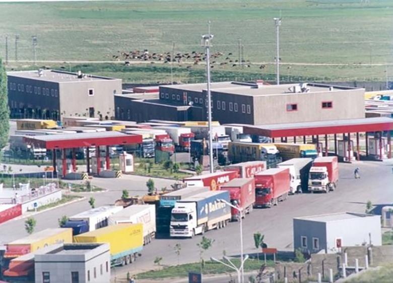 تردد کامیون ها در مرز دوغارون روان شد