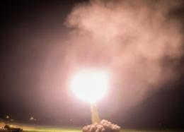 تصاویری از شلیک موشکهای سپاه به تروریستهای داعشی در سوریه
