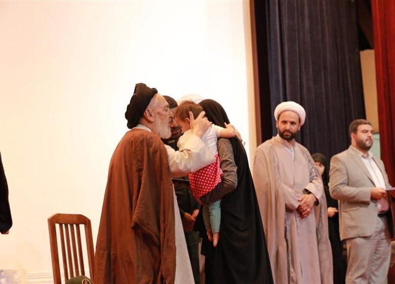 مراسم تجلیل از مادران و همسران شهدای مدافع حرم+عکس