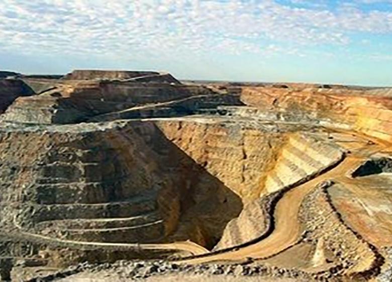 گسترش بیکاری در قطب معدنی کشور