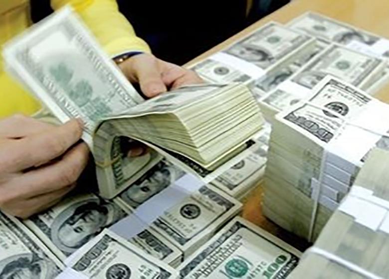 دلار بر سر دو راهی قیمت