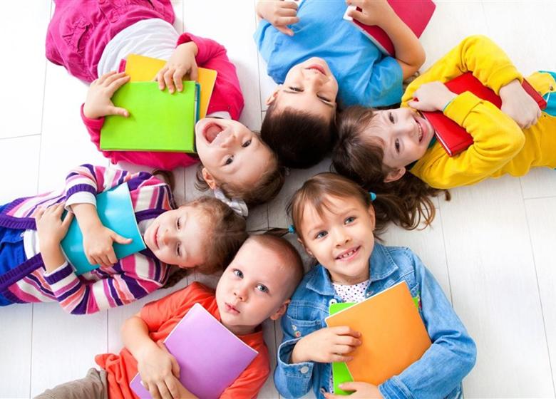 با این ۱۰ کار کودک خود را کتابخوان کنید