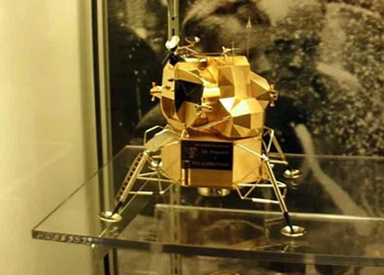 سرقت ماکت طلای آپولو ۱۱ در آمریکا