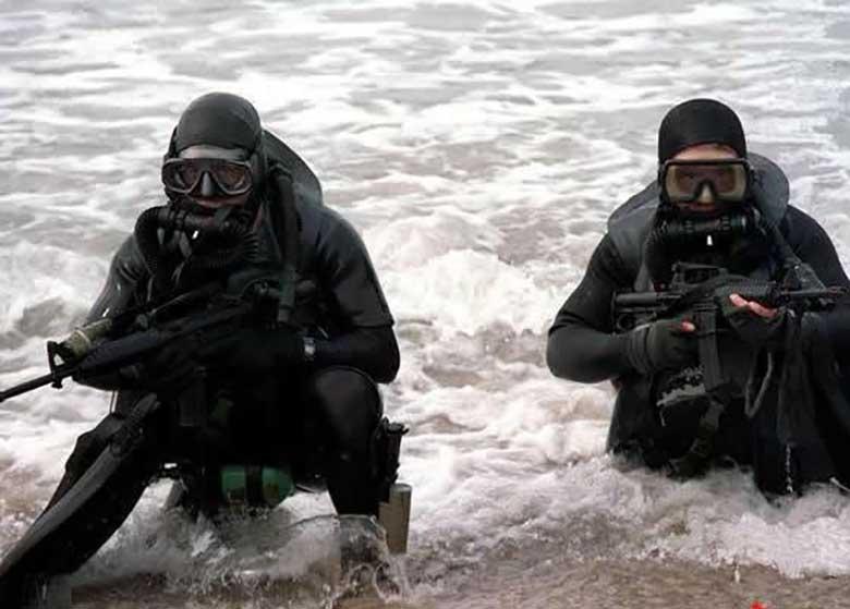 تیم غواصی ارتش ایران وارد روسیه شد