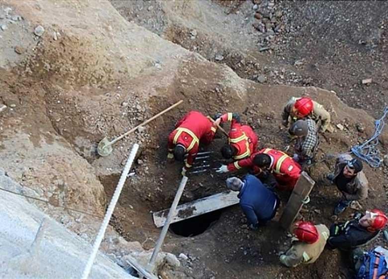 مرگ ۴ نفر بر اثر ریزش چاه حوالی میدان ولیعصر/ مرگ یک زن براثر انفجار