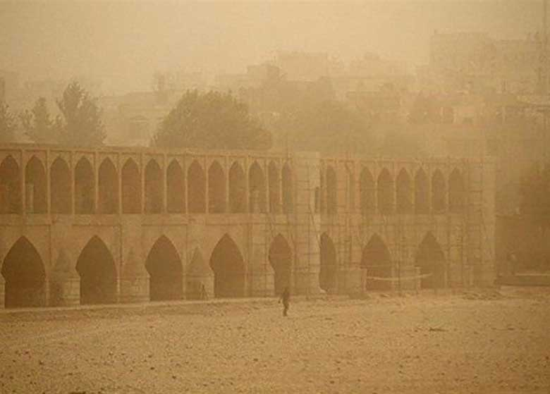 """وضعیت هوای اصفهان """"بحرانی"""" شد/ ایستگاههای مراقبت دائم به رنگ """"بنفش"""" درآمد"""