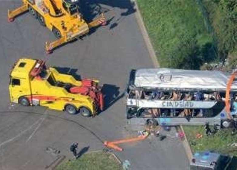 در تصادف اتوبوس با کامیون ۱۷ نفر ناپدید شدند!