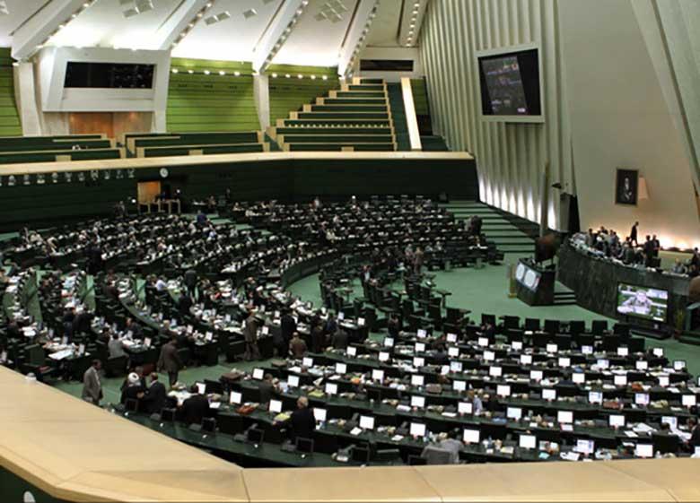 درگیری لفظی در صحن علنی مجلس