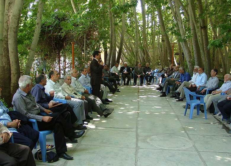 اخراج بازنشستهها از ادارات دولتی