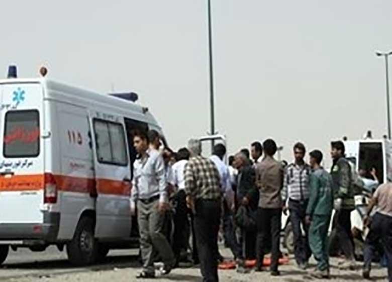 فوت یک سرباز و مصدومیت ۸ نفر در برخورد اتوبوس و کامیون