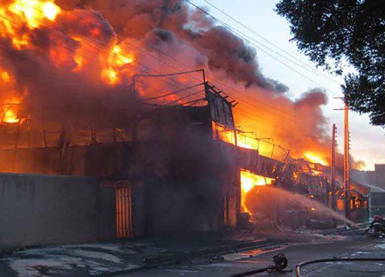 حادثه در نمایشگاه بین المللی تهران / انبار نمایشگاه در آتش سوخت