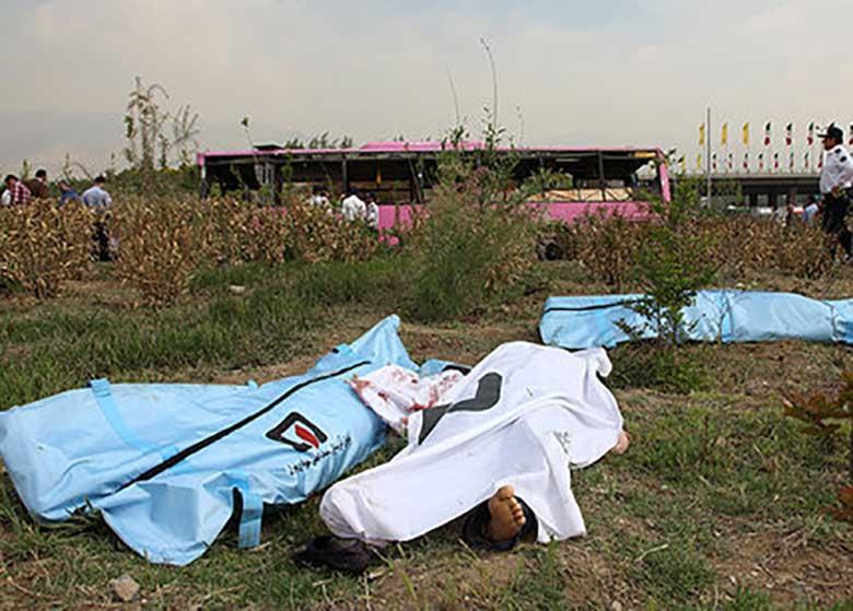 تصادف پراید با اتوبوس ۶ کشته و ۱۶ زخمی برجای گذاشت