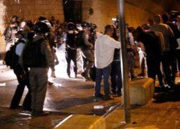 فیلم حمله صهیونیست ها به تجمع کنندکان مقابل مسجد الاقصی