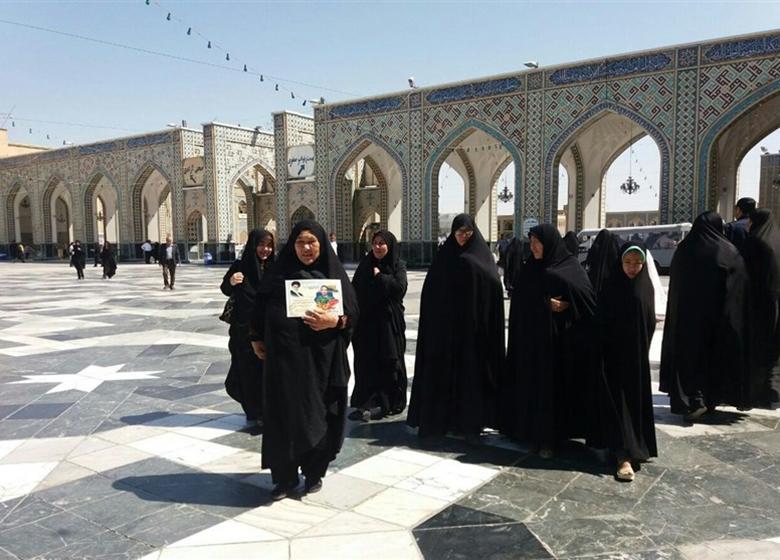 میزبانی حرم رضوی از خانواده شهدای ۹ کشور خط مقاومت اسلامی+ تصاویر