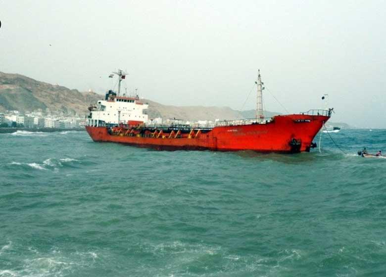 ربودن کشتی سوخت یمنی ها و تغییر مسیر آن به طرف امارات