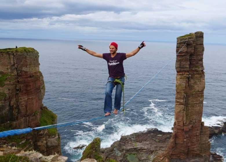 پیادهروی روی یک سیم بر فراز برج ۱۳۷ متری اسکاتلند