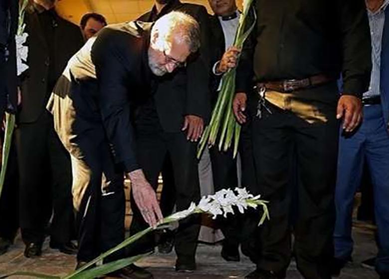 رئیس مجلس شورای اسلامی به مقام شامخ شهدا در بجستان ادای احترام کرد